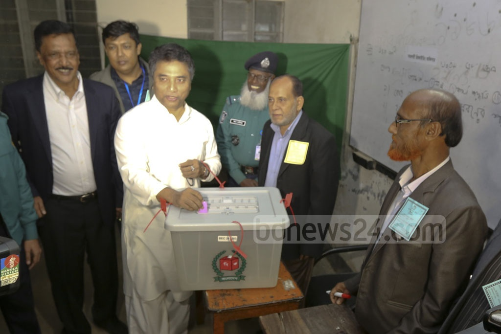 Dhaka North Mayor Annisul Huq casts his vote during the District Council Polls on Wednesday at a polling station set up in a school at Dhaka's Banani.