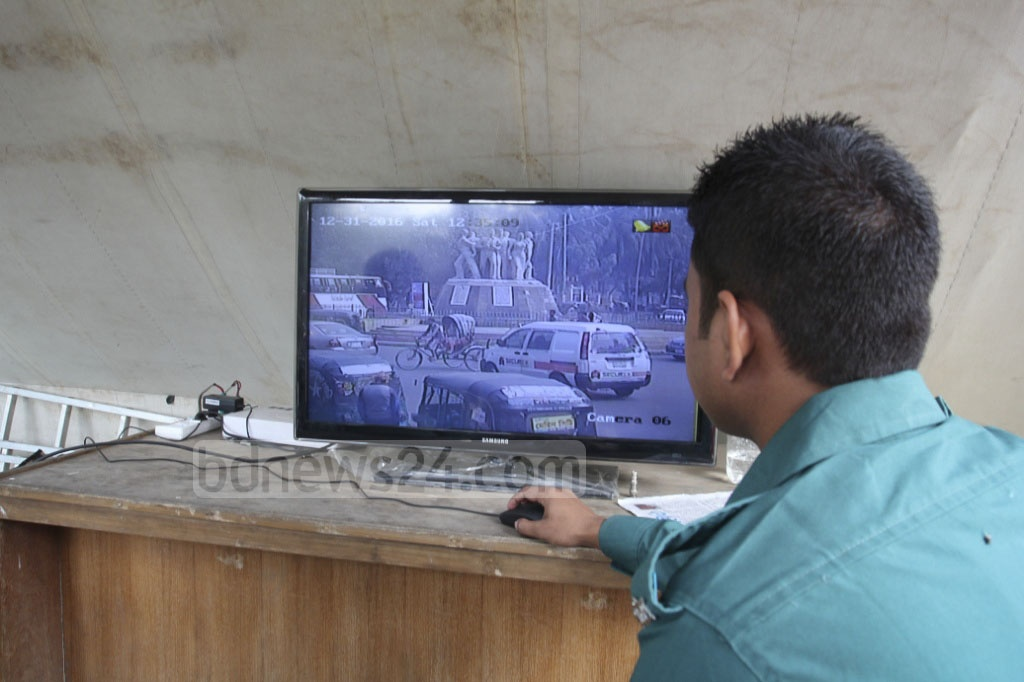 Police monitoring team at Suhrawardy Udyan watches the feeds of CCTV cameras set up around the Dhaka University campus as a security measure for New Year's celebrations. Photo: asif mahmud ove