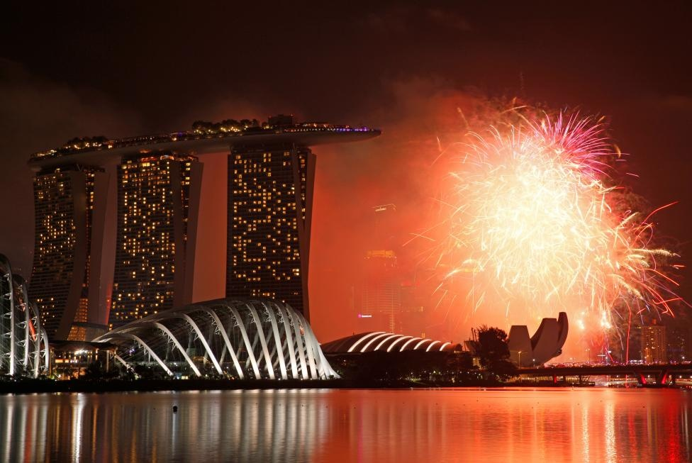 Fireworks explode in Marina Bay during New Year celebrations in Singapore January 1, 2017. REUTERS
