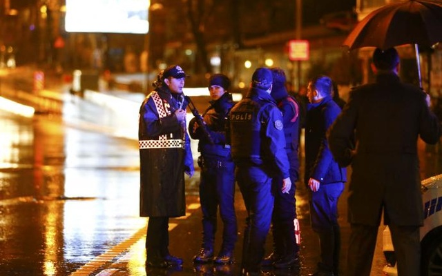 Police secure area near an Istanbul nightclub, where a gun attack took place during a New year party Turkey, Jan 1, 2017. Reuters