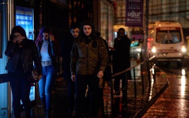 People flee from a nightclub where a gun attack took place during a New Year party in Istanbul, Turkey, Jan 1, 2017. Akin Celiktas/Dogan News Agency via Reuters
