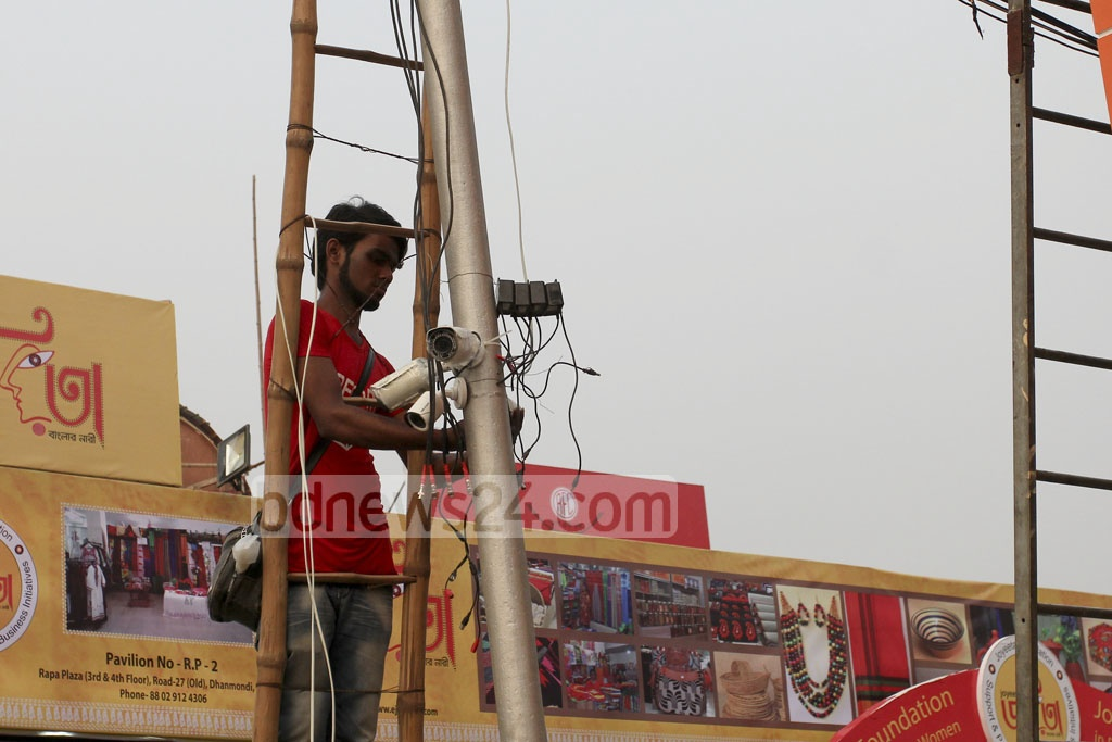 CCTV cameras being installed as part of heightened security arrangements at the Dhaka International Trade Fair that started on the first day of the year at the capital's Sher-e-Bangla Nagar. The picture was taken on Monday. Photo: asif mahmud ove