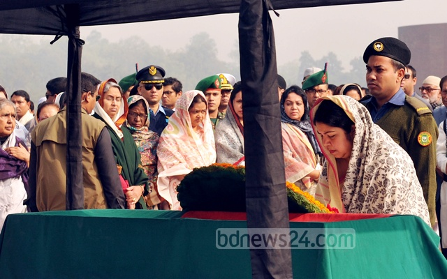 Speaker Shirin Sharmin Chaudhury offers floral tributes at the coffin of MP Monjurul Islam Liton after his namaz-e-janaza at the Parliament premises on Monday.