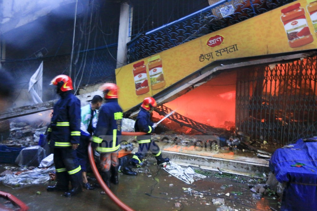 Firefighters working to douse the blaze that erupted at Gulshan DNCC market early on Tuesday. Photo: mostafigur rahman