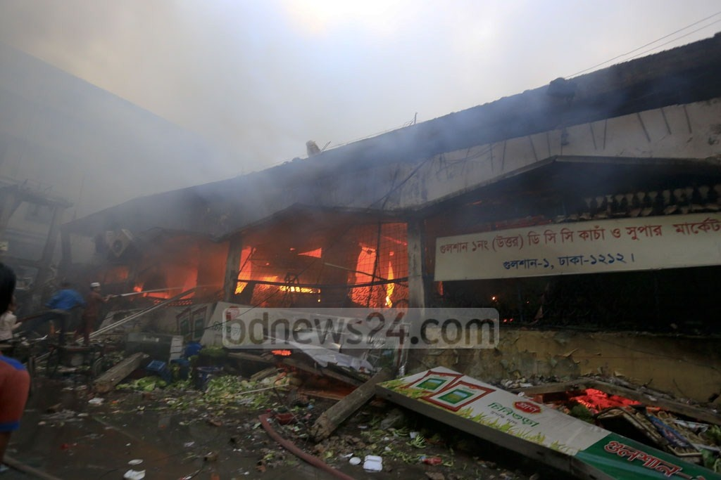 A portion of the Gulshan DNCC market collapses after the early Tuesday fire. Photo: mostafigur rahman