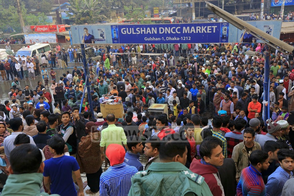 A crowd outside the DNCC Gulshan market ravaged by a massive fire on Tuesday. Photo: mostafigur rahman