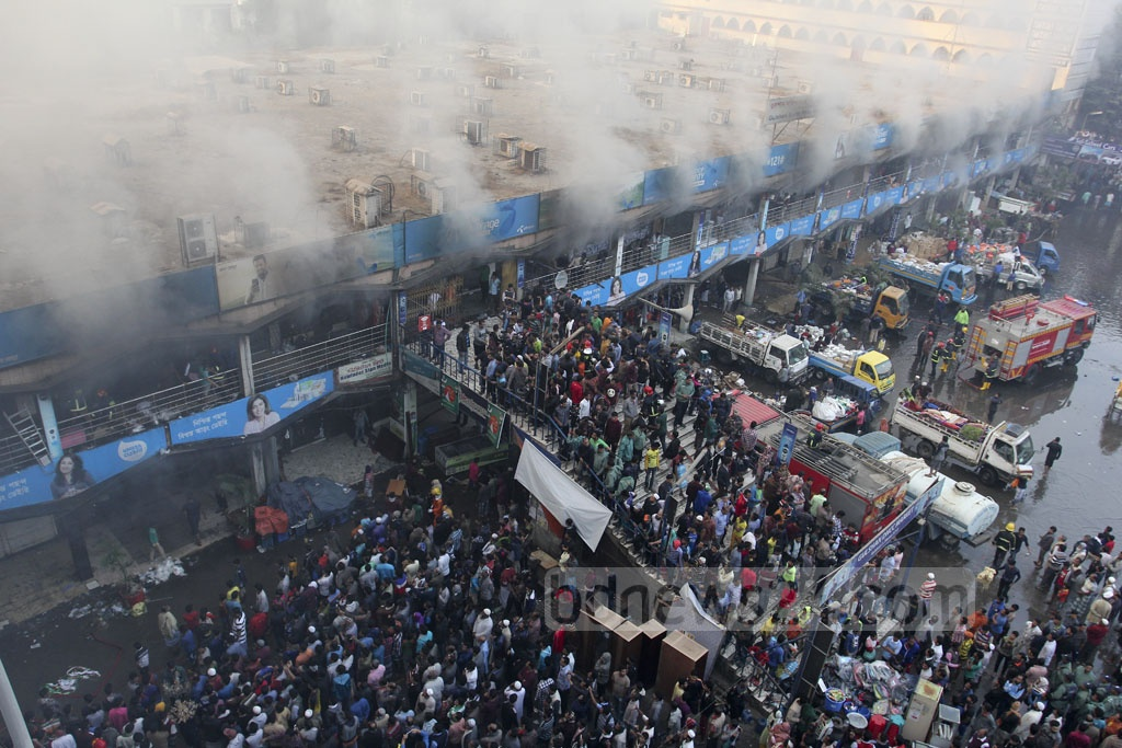 A crowd outside the DNCC Gulshan market ravaged by a massive fire on Tuesday. Photo: asif mahmud ove