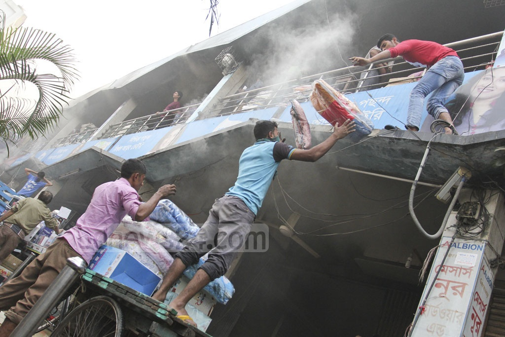 Desperate traders save their goods at the Gulshan DNCC market that went up in flames on early Tuesday. Photo: asif mahmud ove