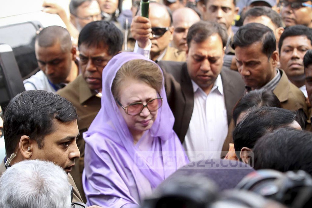 BNP chief Khaleda Zia on way to a special court at Bakshibazar to appear for the Zia Charitable Trust case which accuses the former prime minister of embezzling millions.