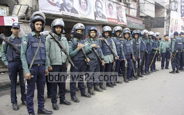 Police cordoned off the BNP headquarters in Dhaka's Naya Paltan on Saturday. The move came after authorities denied the party to hold a rally in front of the party offices. bdnews24.com