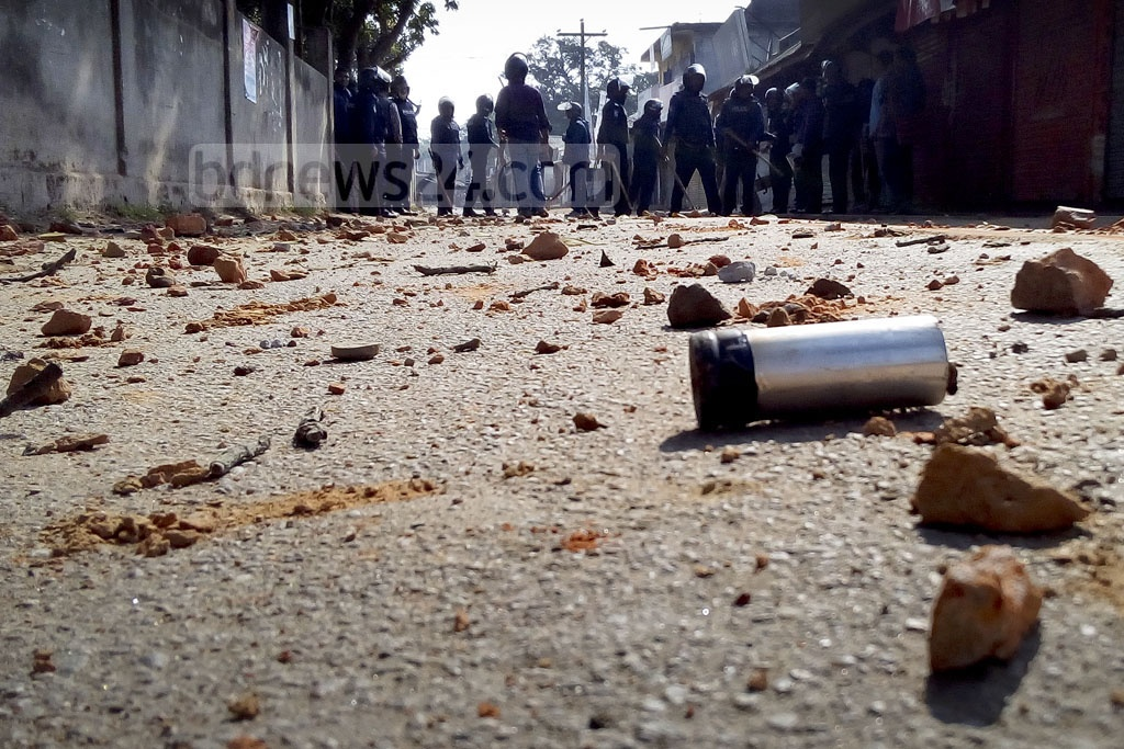 Protesters who called a strike to demand the nationalisation of Khansama Degree College at Dinajpur scuffle with police on Sunday.