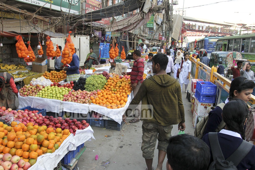 Stalls selling clothes, food and various other goods occupy the sidewalk in Dhaka's Mirpur – 10. Picture taken on Sunday. Photo: asif mahmud ove