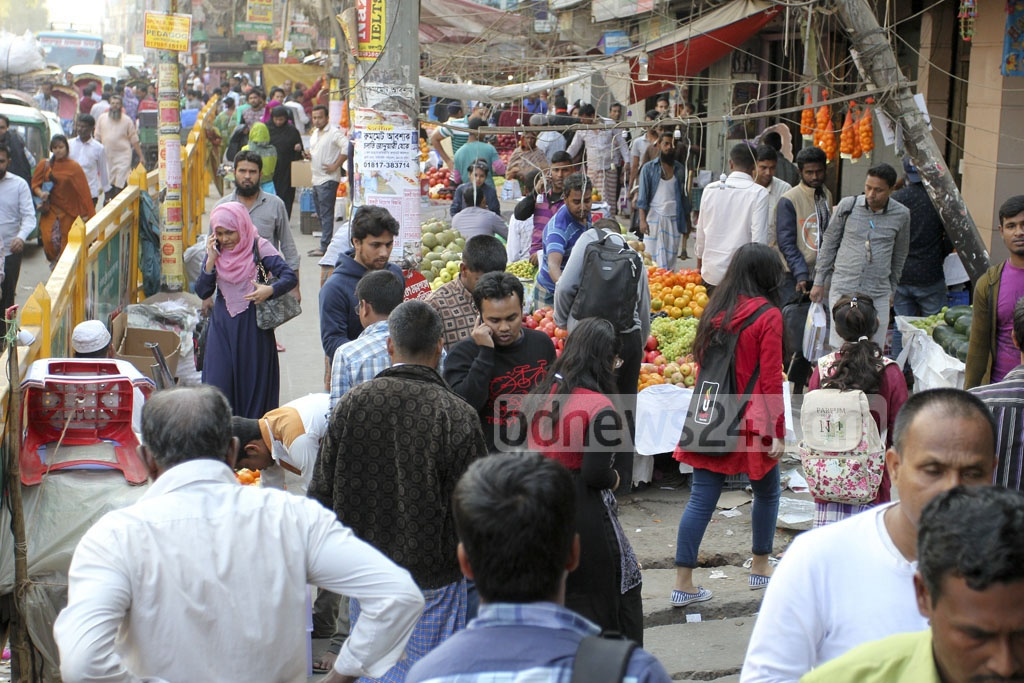Hawkers and stalls occupy the sidewalk in Dhaka's Mirpur – 10, obstructing pedestrian traffic. Picture taken on Sunday. Photo: asif mahmud ove