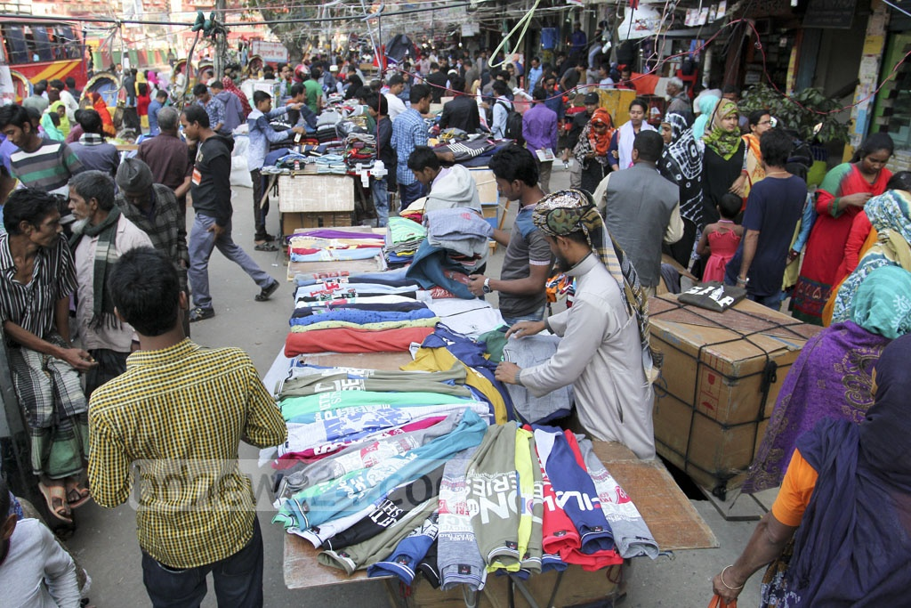 Hawkers conduct business on the sidewalk at Dhaka's Mirpur-10 on Sunday. Photo: asif mahmud ove