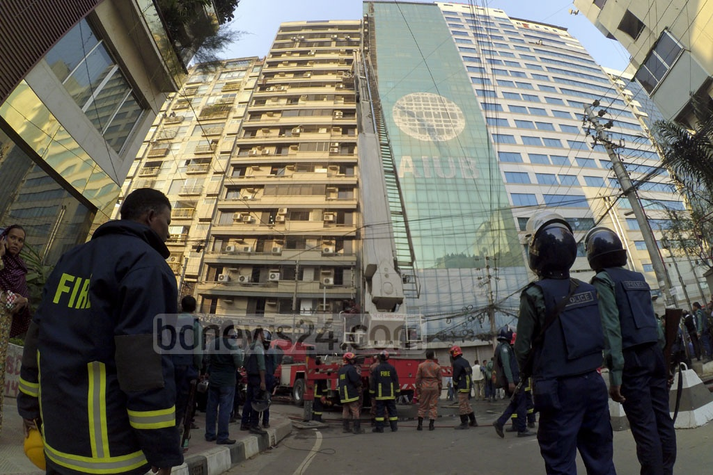 Bashati Horizon, an 18-storied building at Road No. 17 in the capital's Banani, caught fire on Monday afternoon.