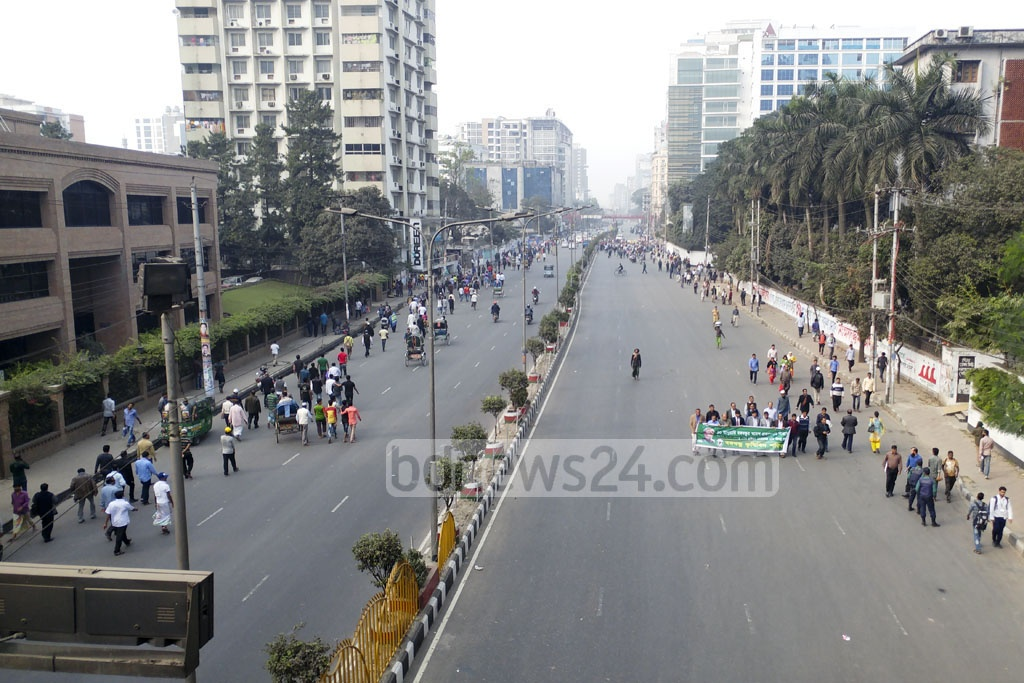 Capital Dhaka's Shahbagh and several the streets went car-free as police closed them on Tuesday afternoon for at the Awami League public meeting. Photo: abdul mannan