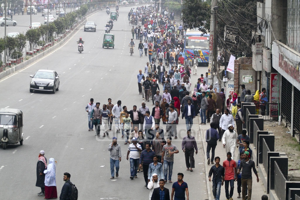Commuters walked to their destinations as police shut some streets to traffic for the ruling party's rally. Photo: abdul mannan