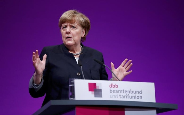 German Chancellor Angela Merkel delivers a speech during the yearly meeting of Germany's government workers union Deutscher Beamtenbund (dbb) in Cologne, Germany January 9, 2017. Reuters