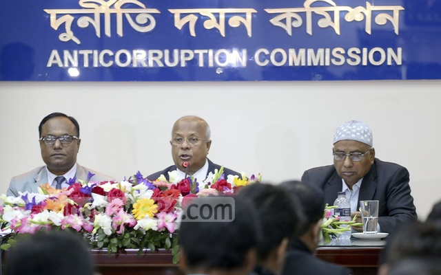 Anti-Corruption Commission Chairman Iqbal Mahmood briefs the press at the watchdog's Segunbagicha offices on Wednesday.