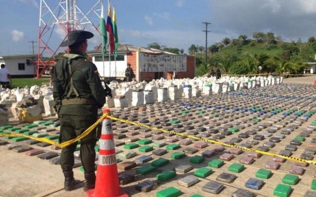 A Colombian national policeman stands guard in front of packages of cocaine, which were confiscated in Turbo province near the border with Panama, May 15, 2016. Reuters