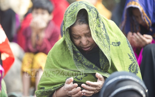 Women also gathered on roofs of buildings around the Ijtema ground at Gazipur's Tongi to join the final prayers, which sought for world peace. Photo: mostafigur rahman