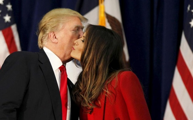 Republican presidential candidate Donald Trump kisses his wife Melania as he speaks at a campaign rally on caucus day in Waterloo, Iowa February 1, 2016. Reuters