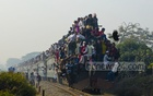 Muslim devotees travel by train to attend the Akheri Munajat (last prayers) that marks the end of the three-day congregation in Gazipur's Tongi on Sunday. Photo: mostafigur rahman