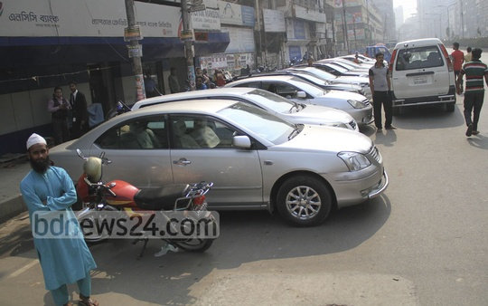 Unauthorised parking are very common in and around the capital. This picture is taken from Dhaka's Motijheel on Monday. Photo: abdul mannan