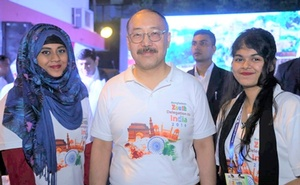 With Harsh Vardhan Shringla, High Commissioner of India to Bangladesh, the writer on the left and Mourin Kibtia on the right at the flagging off ceremony.