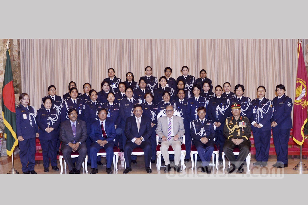 President Md Abdul Hamid poses for photographs with women officers of Bangladesh Police at the Bangabahaban during Police Week on Wednesday.