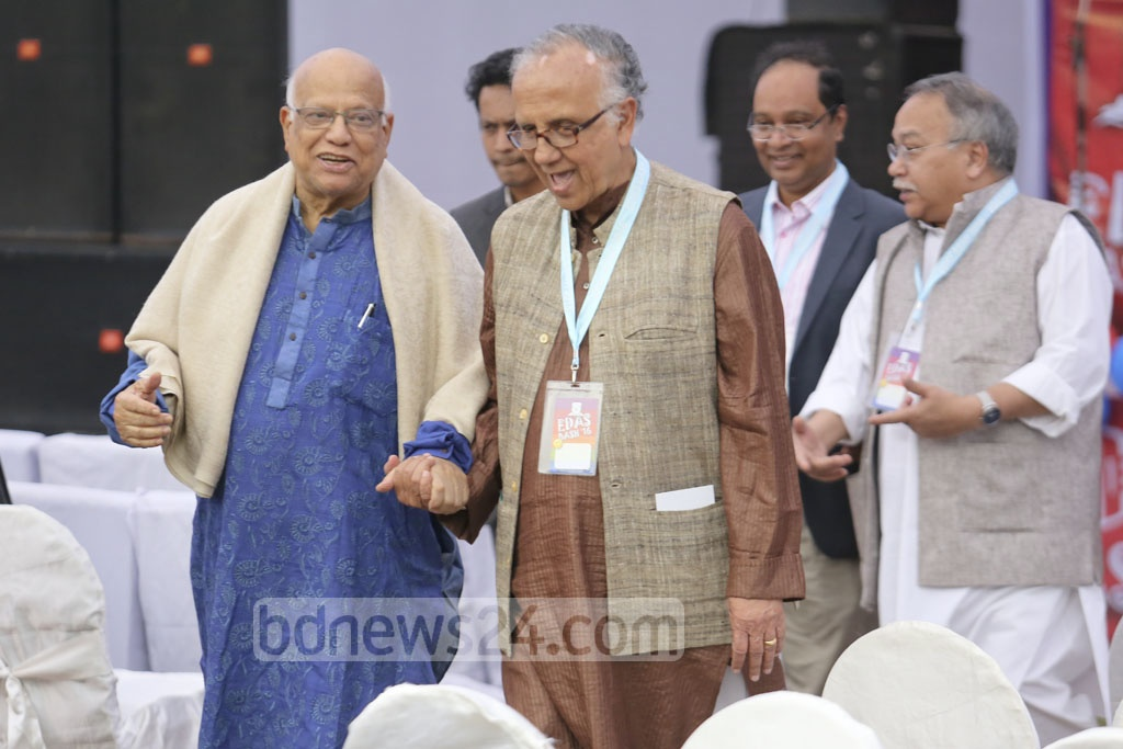 Finance Minister Abul Maal Abdul Muhith (left) and theatre activist Ramendu Majumder (right) in the midst of a walking gab.