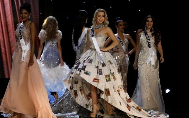 Miss Universe candidates parade in their evening gowns during a preliminary competition in Pasay, Metro Manila, Philippines January 26, 2017. Reuters