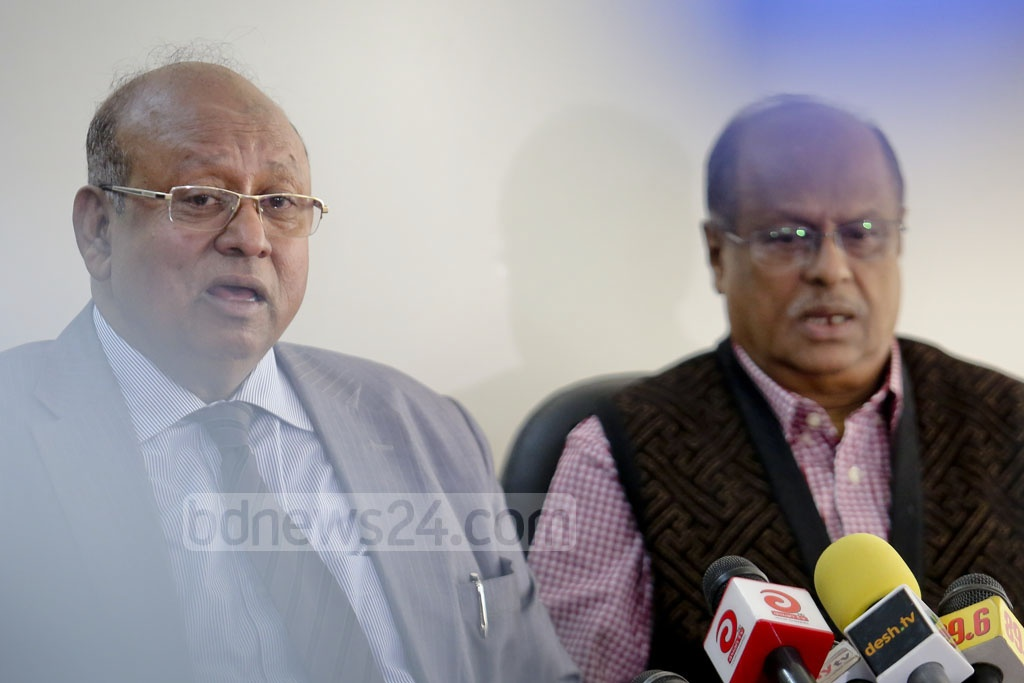 Sanaul Haque (left), senior official, and Abdul Hannan Khan, chief coordinator, of the International Crimes Tribunal's investigation agency at a press conference on Monday. Photo: asaduzzaman pramanik