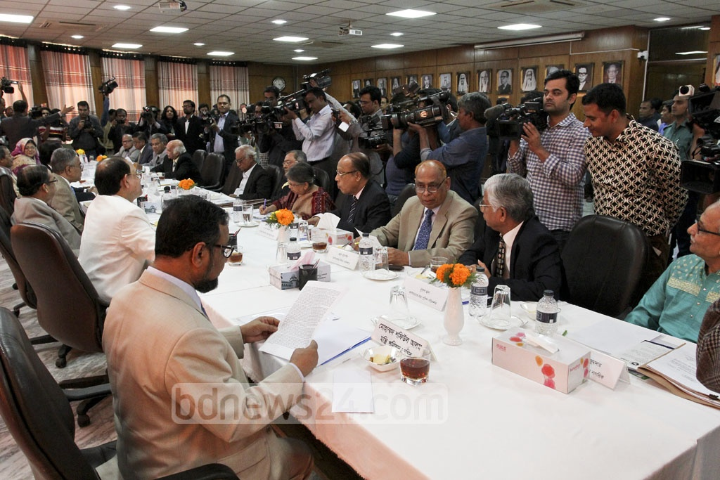 Supreme Court Appeals division Judge Sayed Mahmud Hossain led search committee in the meeting eminent citizens at the Supreme Court Judges' Lounge on Monday. Photo: asif mahmud ove