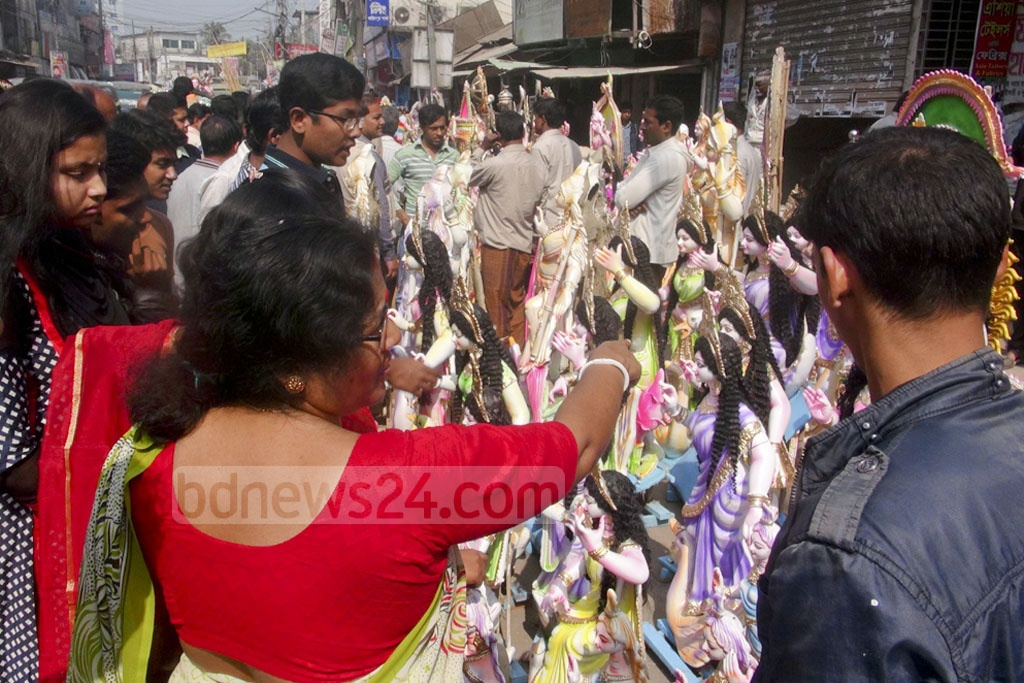 Crowd at a Faridpur market on Tuesday to buy idols of Hindu Goddess 'Saraswati' , a day ahead the Puja.