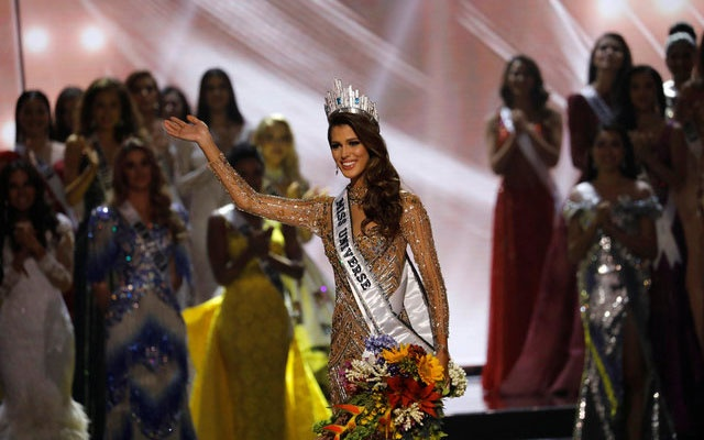 Miss France Iris Mittenaere waves to the crowd after being crowned winner in the 65th Miss Universe beauty pageant at the Mall of Asia Arena, in Pasay, Metro Manila, Philippines January 30, 2017. Reuters