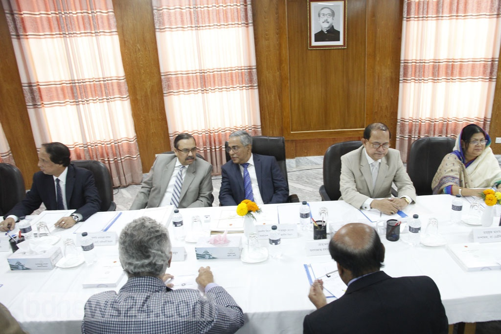 The president appointed search panel charged with recommending names for the next election commissioner listens to the suggestions of four eminent citizens at the Supreme Court Judge's Lounge on Wednesday. Photo: tanvir ahammed