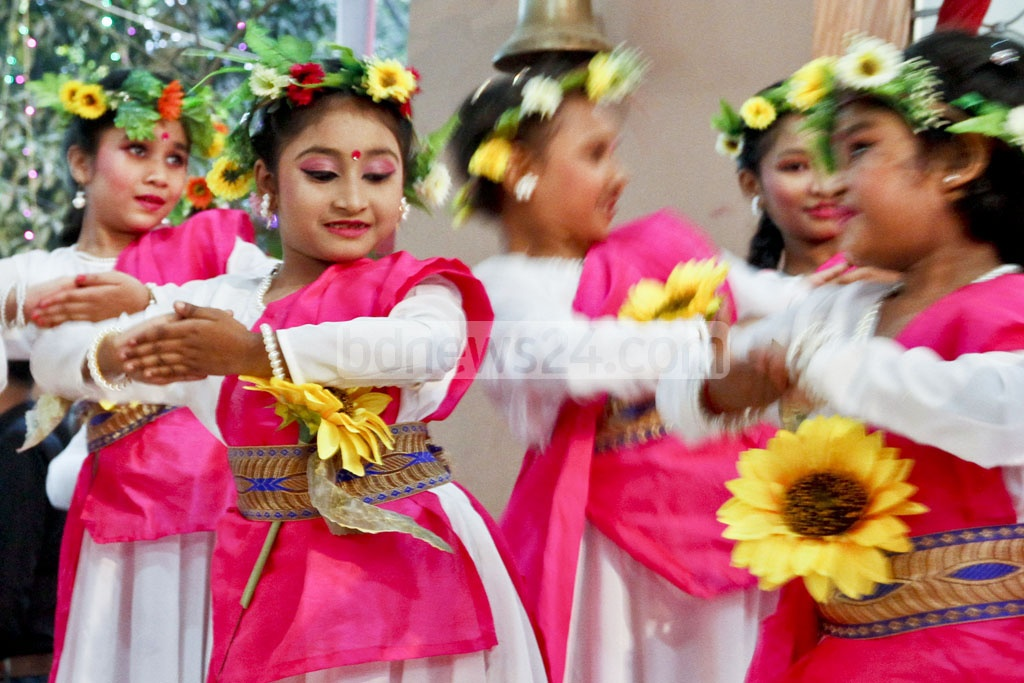 Children present a dance performance at a programme marking the 90th birth anniversary of Bir Uttam Chitta Ranjan (CR) Dutta at Dhakeshwari National Temple on Friday. Photo: tanvir ahammed