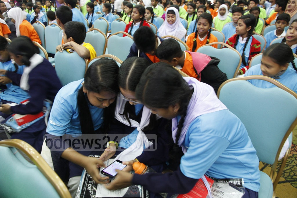 School students learn firsthand programming and coding at BASIS SoftExpo at Bangabandhu International Conference Center on Friday. Photo: tanvir ahammed