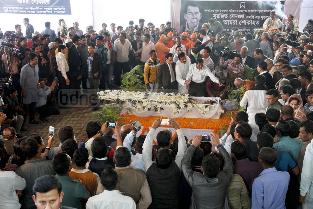 A crowd gathers at Dhakeshwari National Temple to pay their last respects to departed politician Suranjit Sengupta on Sunday. Photo: tanvir ahammed