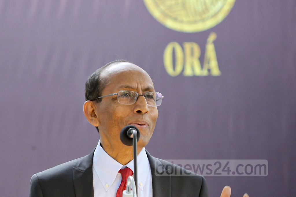 Kazi M Aminul Islam, executive chairman of Bangladesh Investment Development Authority (BIDA), speaks at the opening of Ora's jewellery exhibition at Gulshan's Edge Gallery on Friday.