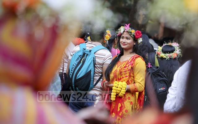 A young woman wears a floral crown during spring festivities at Dhaka University. Photo: asaduzzaman pramanik