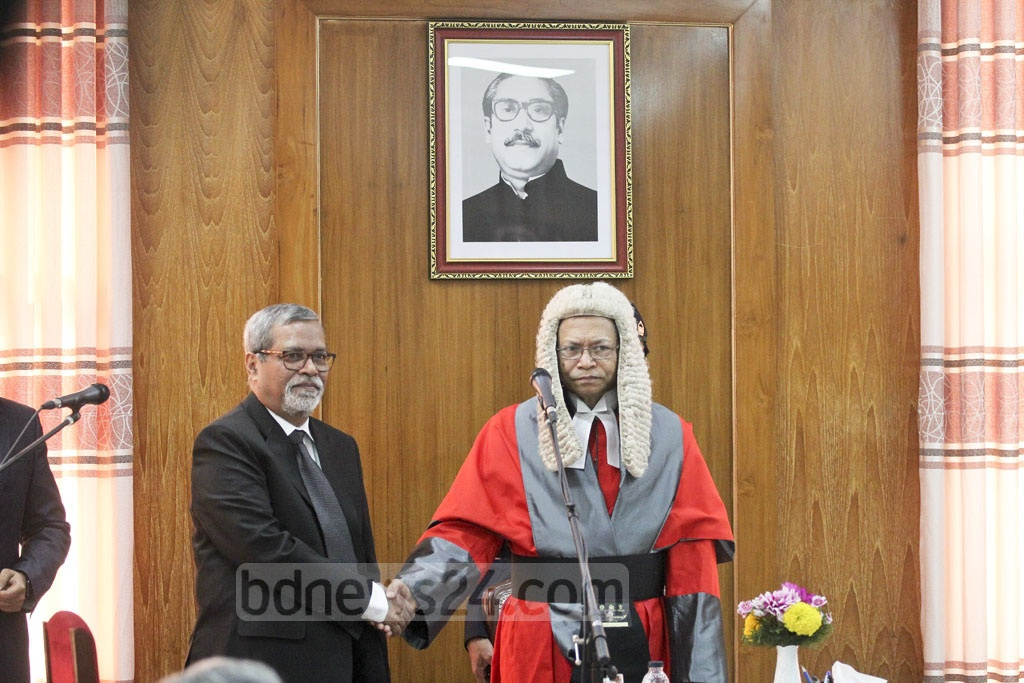 Chief Justice Surendra Kumar SInha congratulates new CEC KM Nurul Huda after swearing him in at the Supreme Court Judges' Lounge on Wednesday. Photo: asif mahmud ove