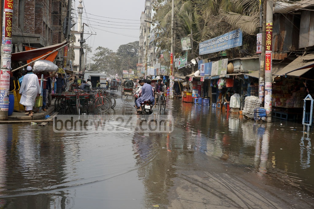 Old Dhaka's Sadarghat Road has been flooded with sewerage for the past week. Photo taken Thursday. Photo: mostafigur rahman