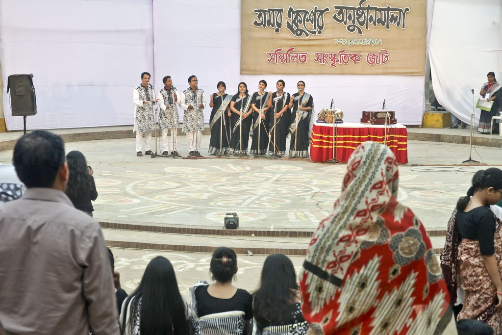 Recitation session at 'Amar Ekusher Anushthhanmala' organised by the Sammilito Sangskritik Jote at the capital's Rabindra Sarobor in Dhanmondi on Sunday to mark the Feb 21 Language Movement Day.