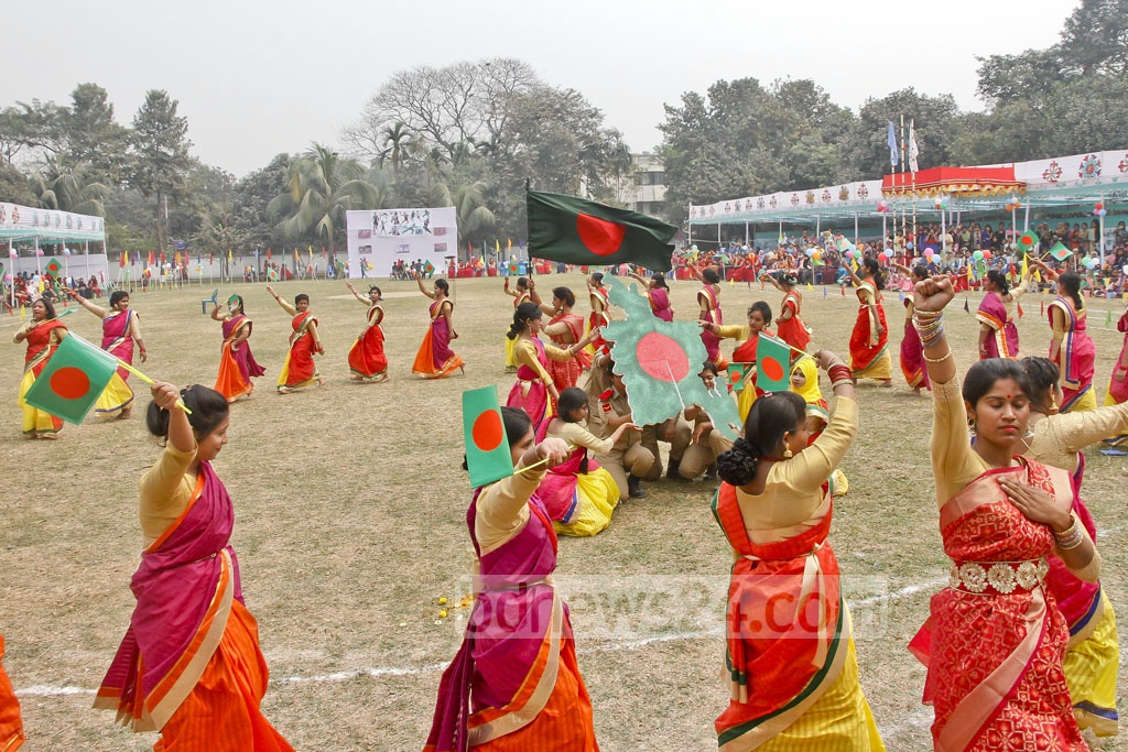 Students of Eden Mohila College stage a dance-drama on Language Movement during the closing ceremony of their annual sports competition on Sunday.