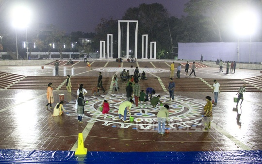 Dhaka University students painting the Shaheed Minar premises on Sunday ahead of the International Mother Language Day. Photo: abdul mannan