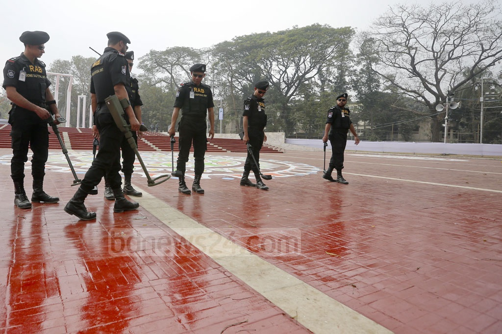 A RAB bomb disposal unit secures Dhaka's Central Shaheed Minar on Monday, a day before people gather around the memorial to observe International Mother Language Day. Photo: asaduzzaman pramanik