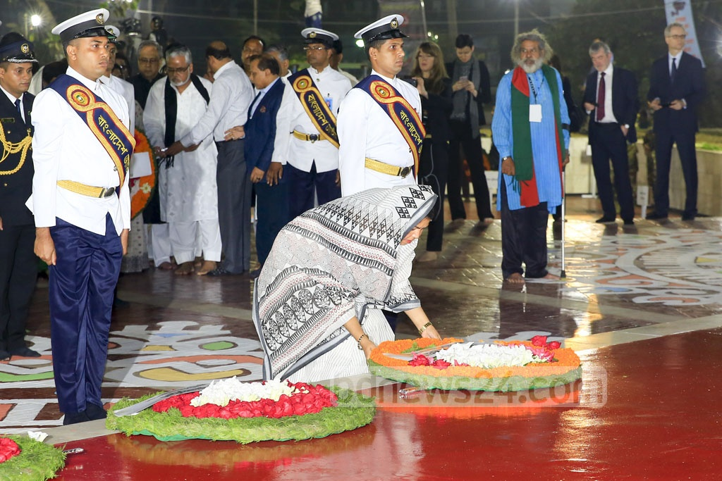 Speaker of the House Shirin Sharmin Chaudhury lays a wreath at the Central Shaheed Minar to commemorate the Language martyrs early on Tuesday. Photo: mostafigur rahman