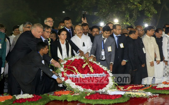 Foreign diplomats working in Bangladesh pay tribute to the Language martyrs at the Central Shaheed Minar on Tuesday. Photo: mostafigur rahman